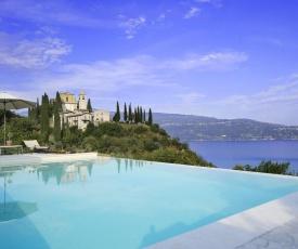 Le Selve Lake View Villas