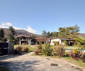Lesa Villa Sleeps 8 Pool Air Con WiFi